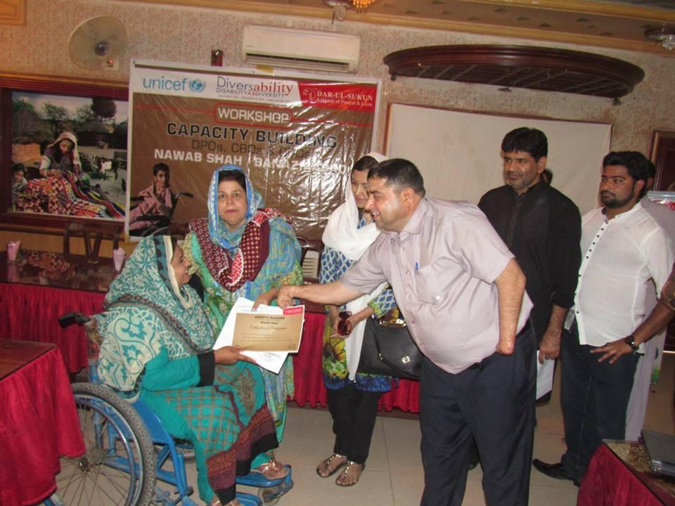 Minister for Social welfare Madam Shamim Mumtaz awarding certificate to a participant